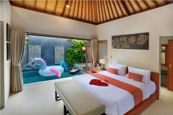 clean and fresh bedroom linens in Bali - Legian Kriyamaha Villa 5 luxury apartment