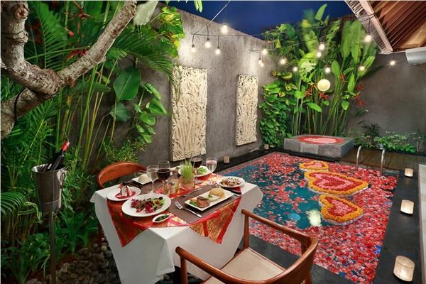amazing alfresco dinners at Bali - Legian Kriyamaha Villa 6 luxury apartment