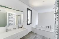 immaculate bathroom of Corsica - Figarella luxury apartment