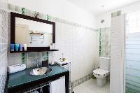 neat and fresh bathroom in Corsica - Portigliolo luxury apartment