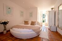 awesome round bed in Cannes Villa Panoramique luxury apartment