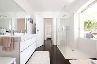 white and wonderful walls of Cannes Villa Panoramique luxury apartment