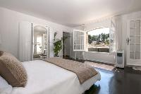 fascinating arched window of Cannes Villa Panoramique luxury apartment