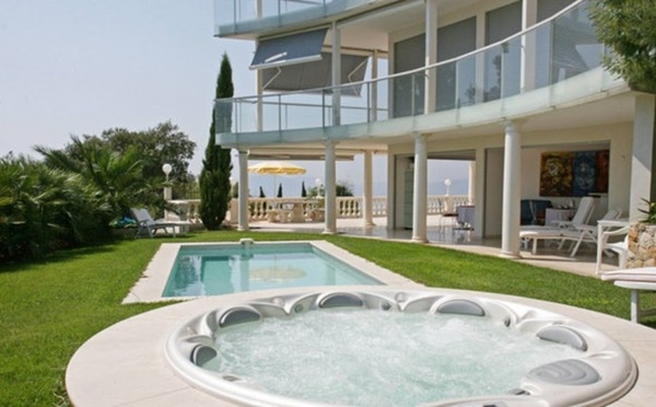 nifty Cannes Villa La Contemporaine luxury apartment and holiday home