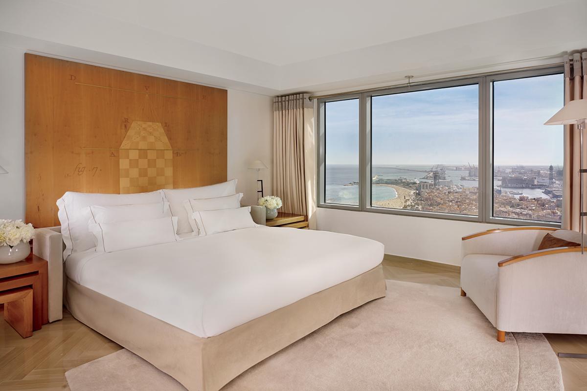 pristine bedroom linens in Arts Barcelona 3 Bedroom Penthouse luxury apartment