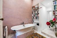 nice bathtub in Saint Germain des Prés - Luxembourg Private Garden luxury apartment