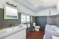 neat and nice bathroom with tub in Cannes Villa Boulevard des Collines luxury apartment