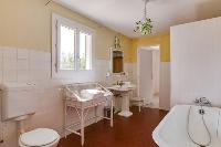 perky bathroom with tub in Cannes Villa Boulevard des Collines luxury apartment