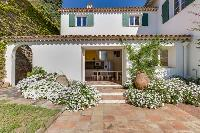 quaint exterior of Cannes Villa Boulevard des Collines luxury apartment