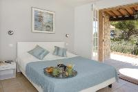 pleasant bedroom in Cannes Villa des Dauphins luxury apartment