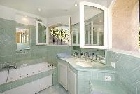 refreshing bathroom with tub in Cannes Villa des Dauphins luxury apartment