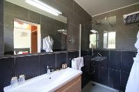 refreshing shower in Corsica - Villa Agata luxury apartment