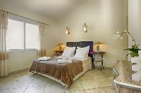 clean and fresh bedding in Corsica - Villa Dominique luxury apartment